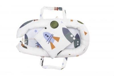 Baby Nest Somnart: babakosár + matrac 42x84x2 cm + babatakaró 70×70 cm-es rakéták